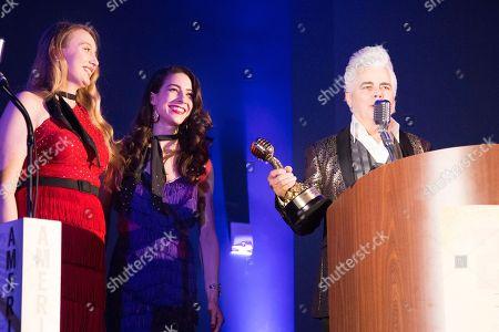 Trophy presenters Sarah Rusnak, Megan Mae Newman, and Host Dale Watson