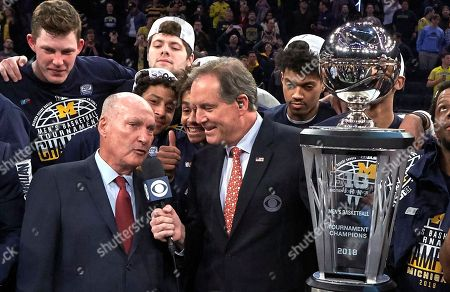 New York, New York, U.S. - Big Ten Commissioner Jim Delany talks with CBS sportscaster Jim Nantz after Michigan defeated the Purdue Boilermakers 75-66 to win the Big 10 Conference Men's Basketball Championship at Madison Square Garden in New York City Duncan Williams/CSM