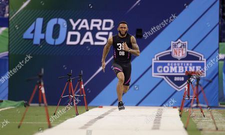 Oklahoma defensive back J T Thomas runs the 40-yard dash during the NFL football scouting combine, in Indianapolis