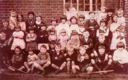 Larry Grayson's Abbey Green Primary School in Nuneaton photo (Larry is sitting crossed legged in the front row 3rd from the left)