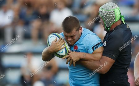 Matias Alemanno (R) of Argentina's Jaguares in action against Tom Robertson (C) of Austalia's Waratahs during their Super Rugby match at the Jose Amalfitani stadium in Buenos Aires, Argentina, 10 March 2018.