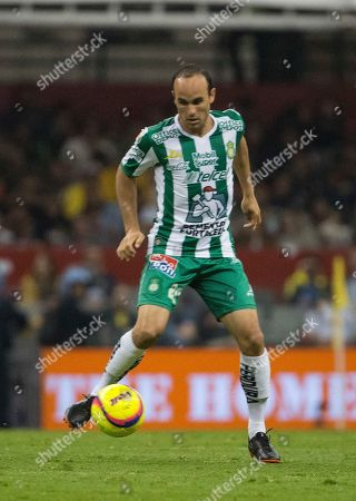 Leon's Landon Donovan controls the ball during a Mexico soccer league match against America in Mexico City