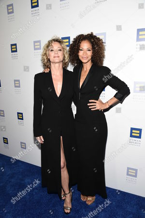 Teri Polo, Sherri Saum. Actress Teri Polo, left, and actress Sherri Saum seen at the 2018 Human Rights Campaign Los Angeles Dinner at JW Marriott L.A. Live, in Los Angeles
