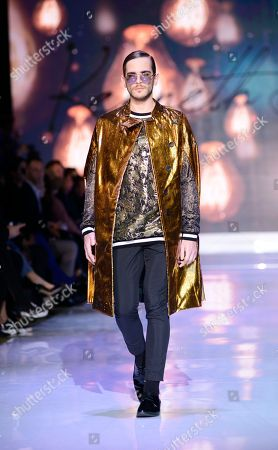 143b37e34de Kenneth Barlis show Runway Toronto Fashion Week Stock Photos ...