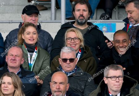 Dutch model Doutzen Kroes, left, and her husband Sunnery James, right, watch the men's 1,500 meters race the World Championships Speedskating Allround at the Olympic stadium in Amsterdam, Netherlands