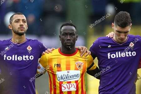 Fiorentina plays the first match without the captain Davide Astori sudden death on past week-end aged 31. Bacary Sagna of Benevento