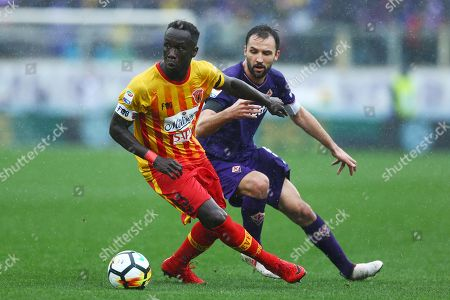 Fiorentina plays the first match without the captain Davide Astori sudden death on past week-end aged 31. Bacary Sagna of Benevento and Milan Badelj of Fiorentina