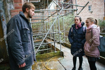 Ep 9403 Wednesday 14th March 2018 - 1st Ep Summer Spellman, as played by Matilda Freeman, and Amy Barlow, as played by Elle Mullvaney, approach a homeless man who convinces them he knows where Billy is but proceeds to try and rob them in an alleyway.