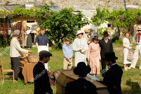 Callum Woodlouse as Leslie Durrell, Milo Parker as Gerry Durrell, Keeley Hawes as Louisa Durrell, Daisy Waterstone as Margo Durrell, Josh O'Connor as Larry Durrell and Babis Galiatsatos as Undertaker.