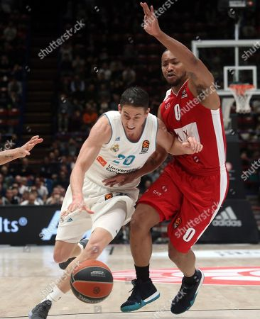 Real Madrid Jaycee Carrol (L) drives up to the basket against Armani Exchange Milano point guard Andrew Goudelock during the Euroleague basketball match Armani Exchange Milano vs Real Madrid at Assago Forum, Milan, Italy, 13 March 2018.