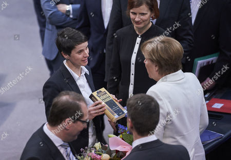 Frauke Petry, Angela Merkel