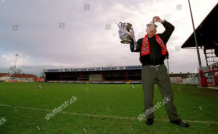 Pix:Ben Duffy/SWpix...Morcambe Football Club...FA Cup Preview...03/01/01..COPYRIGHT PICTURE>>SIMON WILKINSON>>01943 436649>>..Jim Bowen, the Honorary President of Morcambe Football Club is in a confident mood ahead of  this weekends clash