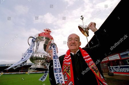 Pix:Ben Duffy/SWpix...Morcambe Football Club...FA Cup Preview...03/01/01..COPYRIGHT PICTURE>>SIMON WILKINSON>>01943 436649>>..Jim Bowen, the Honorary President of Morcambe Football Club is in a confident mood ahead of  this weekends clash with Ipswich