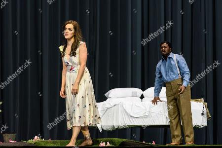 Claudia Boyle (Violetta Valery), Lukhanyo Moyake (Alfredo Germont).