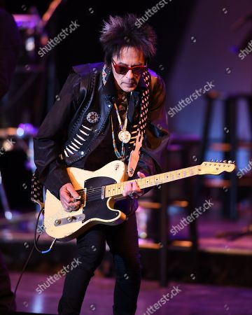 Stock Picture of Earl Slick