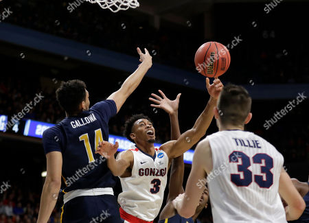 Gonzaga forward Johnathan Williams (3) reaches for the ball after his shot was blocked by UNC-Greensboro forward Kyrin Galloway, left, during the first half in the first round of the NCAA men's college basketball tournament, in Boise, Idaho
