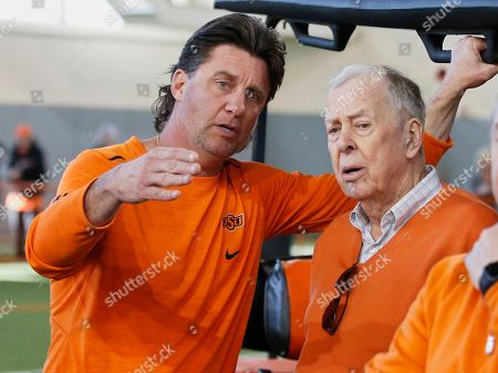 Mike Gundy, T. Boone Pickens. Oklahoma State head coach Mike Gundy, left, explains a drill to T. Boone Pickens, right, during an NCAA college football Pro Day in Stillwater, Okla
