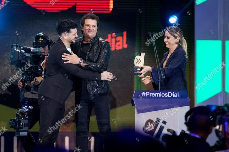 Colombian singer Carlos Vives (C) receives the Dial award from actress Marian Hernandez (R) and singer and actor Fran Perea (L) during the XXII Cadena Dial Awards gala held at the exhibition site in Santa Cruz de Tenerife, Canary Islands, Spain, 15 March 2018. The event is organized by Spanish 'Cadena Dial' radio station. E