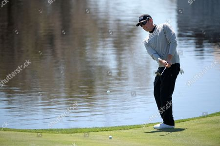 Hunter Mahan chips onto the 18th green during the first round of the Arnold Palmer Invitational golf tournament, in Orlando, Fla