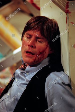 Ep 2463 Friday 25th December 1998 With the Woolpack running short of food, Vic goes to the Post Office to help them out only to find Billy Hopwood robbing the shop. Finding himself held at gunpoint, the two soon become locked in a struggle as Vic tries to sound the alarm. Tragedy strikes when Vic falls and smashes his head against some shelves. Vic pleads for an ambulance but Billy runs off - With Vic Windsor, as played by Alun Lewis.