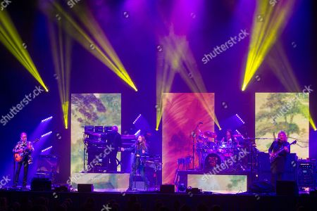 YES - Steve Howe, Geoff Downes, Jon Davison, Jay Shelland and Billy Sherwood