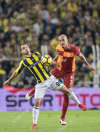 Fenerbahce's Roberto Soldado (L) in action against Galatasaray's Maicon Pereira Roque (R) during the Turkish Super League match between Fenerbahce Istanbul and Galatasaray Istanbul, in Istanbul, Turkey, 17 March 2018.