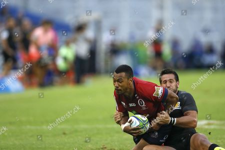Jaguares' Santiago Gonzalez (R) vies for the ball with Reds' Aidan Toua during the Super Rugby league match played at Jose Amalfitani Stadium in Buenos Aires, Argentina, 17 March 2018.