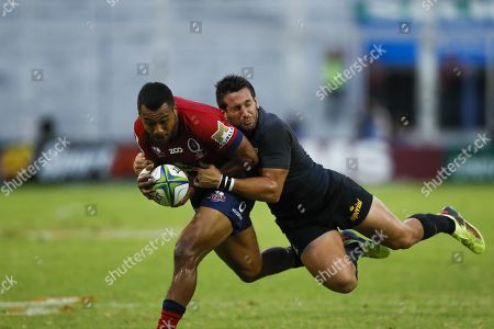 Santiago Gonzalez (R) of Jaguares vies for the ball with Aidan Toua (L) of the Reds during the Super Rugby league match between Jaguares of Argentina and Queensland Reds of Australia at the Jose Amalfitani Stadium in Buenos Aires, Argentina, 17 March 2018.