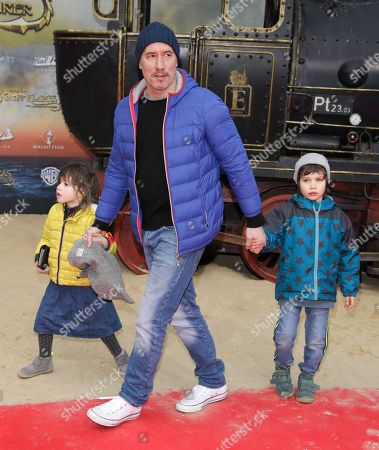 Stock Photo of Ralph Herforth mit Kindern