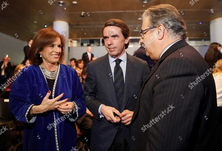 Spanish Home Minister Juan Ignacio Zoido (R), Spanish former prime minister Jose Maria Aznar (C) and his wife, Ana Botella (L), talk during the Villacisneros Foundation Awards ceremony in Madrid, Spain, 20 March 2018.  Colombian former Presidents Andres Pastrana and Alvaro Uribe (on screen) will be awarded during the ceremony.