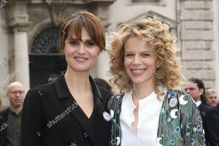 Paola Cortellesi, Sonia Bergamasco with 'Dissenso Comune' badges