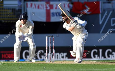 Kane Wlliamson, Jonathan Bairstow. New Zealand's Kane Williamson, right, bats in front of England's Jonathan Bairstow during their first cricket test in Auckland, New Zealand
