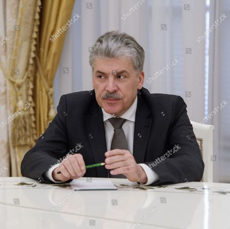 From the Communist Party and the 'People's patriotic forces of Russia', director of the Lenin State Farm Pavel Grudinin during the meeting.