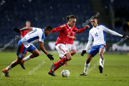 Yussuf Yuray Poulsen of Denmark competes with Anibal Godoy and Valentin Pimentel of Panama