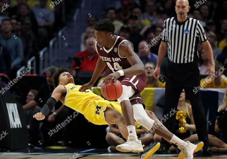 Texas A&M forward Robert Williams (44) drives against Michigan guard Jordan Poole during the first half of an NCAA men's college basketball tournament regional semifinal, in Los Angeles