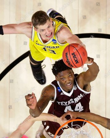 Texas A&M forward Robert Williams (44) reaches for a rebound in front of Michigan forward Moritz Wagner during the first half of an NCAA men's college basketball tournament regional semifinal, in Los Angeles