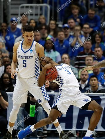 Kentucky forward Kevin Knox (5) grabs a loose ball against Kansas State during the second half of a regional semifinal NCAA college basketball tournament game, in Atlanta