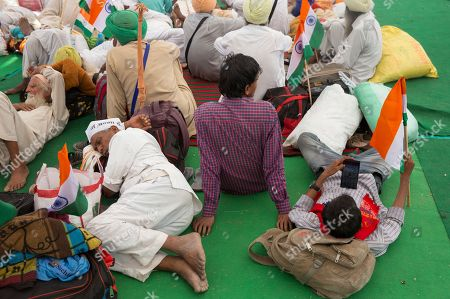 Indian farmers attend a protest rally on the start of an indefinite hunger strike by social activist Anna Hazare in New Delhi, India, . Hazare is demanding setting up of a Lokpal, or independent ombudsman to investigate and prosecute cases of corruption, besides implementation of the Swaminathan Commission report which has suggested ways to address difficulties faced by the farming community
