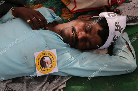 An Indian activist takes a nap as he is present to support Indian veteran social activist Anna Hazare (Unseen) who is sitting on an indefinite hunger strike at Ramlila Maidan, in New Delhi, India, 23 March 2018. According to a news report, Anna Hazare is on an indefinite hunger strike as he demands for a stronger Lokpal or Anti-graft bill and better conditions for farmers in India.