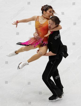 Kana Muramoto and Chris Reed of Japan perform during the pairs Ice dance short program