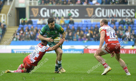James Marshall of London Irish in action against Billy Burns of Gloucester Rugby during the Aviva Premiership Rugby match between London Irish and Gloucester Rugby at Madejski Stadium on March 24th 2018 in Reading, Berkshire, England. (Photo by Gareth Davies/PPAUK)