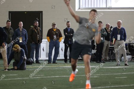Josh Allen, Jim Haslam, Gary Kubiak. University of Wyoming quarterback Josh Allen (17) participates in a quarterback drill session as Cleveland Browns owner, Jim Haslam (far right), Denver Broncos personnel director, Gary Kubiak (far left) and NFL scouts watch at Pro Day in Laramie, Wyo
