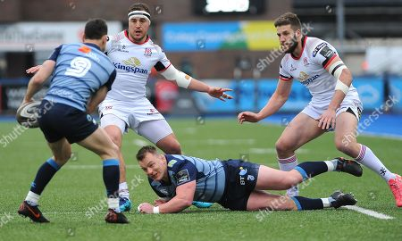 Matthew Rees of Cardiff Blues passes the ball to Tomos Williams of Cardiff Blues