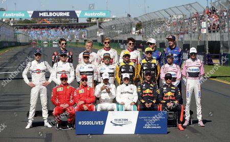 25.03.2018, Albert Park, Melbourne, Formula 1 2018 Rolex Australian Grand Prix, 22. - 25.03.2018  groupn r Fahrer  2018: Hintere Reihe -r.: Romain Grosjean (FRA#8), Haas F1 Team, Kevin Magnussen (DNK#20), Haas F1 Team, Marcus Ericsson (SWE#9) Alfa Romeo Sauber F1 Team, Charles Leclerc (MCO#16), Alfa Romeo Sauber F1 Team, Pierre Gasly (FRA#10), Red Bull goalo Rosso Honda, Brendon Hartley (NZL#28), Red Bull goalo Rosso Honda. Mittlere Reihe -r.: Sergei Sirotkin (RUS#35), Williams Martini Racing, Lance Stroll (CAN#18), Williams Martini Racing, Stoffel Vandoorne (BEL#2), McLaren F1 Team, Fernando Alonso (SPA#14), McLaren F1 Team, Carlos Sainz Jr. (SPA#55), Renault Sport F1 Team, Nico Huelkenberg (GER#27), Renault Sport F1 Team, Sergio Perez (MEX#11), Sahara Force India F1 Team, Esteban Ocon (FRA#31), Sahara Force India Formula One Team. Vordere Reihe -r.: Kimi Raikkonen (FIN#7), Scuderia Ferrari, Sebastian Vettel (GER#5), Scuderia Ferrari, Lewis Hamilton (GB#44), Mercedes AMG Petronas Formula One Team, Valtteri Bottas (FIN#77), Mercedes AMG Petronas Formula One Team, Daniel Ricciardo (AUS#3), Aston Martin Red Bull Racing, Max Verstappen (NEL#33), Aston Martin Red Bull Racing.