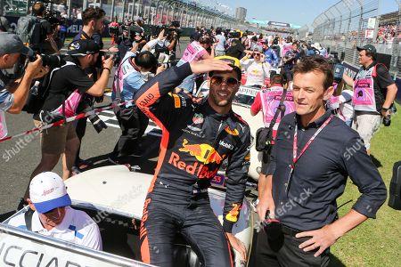 Daniel Ricciardo and Adam Gilchrist before the 2018 Australian Grand Prix