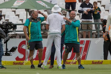 Australian coach Darren Lehmann congratulates Morne Morkle after South Africa beat Australia in the third cricket test between South Africa and Australia at Newlands Stadium, in Cape Town, South Africa