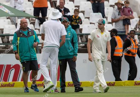 Australian team coach Darren Lehmann, left, and player Steve Smith, right, congratulate Morne Morkle after South Africa beat Australia in the third cricket test between South Africa and Australia at Newlands Stadium, in Cape Town, South Africa