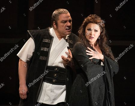 Zeljko Lucic as Macbeth, Anna Netrebko as Lady Macbeth