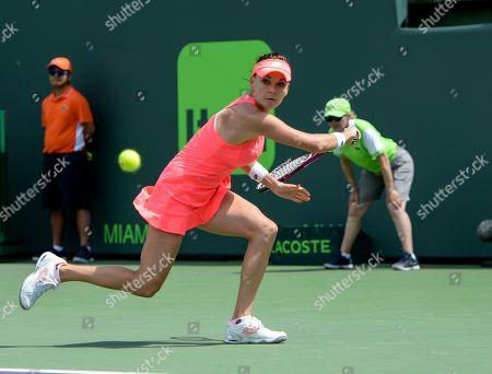Agnieszka Radwanska (POL) defeats Simone Halep (ROU) by 3-6, 6-2, 6-3, at the Miami Open being played at Crandon Park Tennis Center in Miami, Key Biscayne, Florida. ©Karla Kinne/Tennisclix/CSM