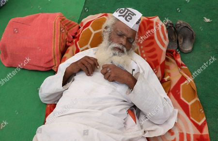One of the Indian activist rest as he participates in a protest to support Indian veteran social activist Anna Hazare (Unseen) who is sitting on the sixth day of his indefinite hunger strike at Ramlila Maidan, in New Delhi, India, 28 March 2018. According to a news report, Anna Hazare is on an indefinite hunger strike as he demands for a stronger Lokpal or Anti-graft bill and better conditions for farmers in India.